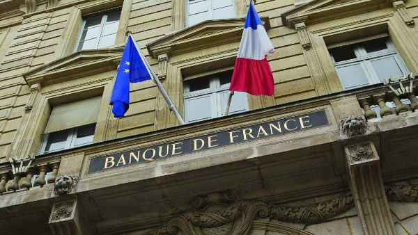 French flags on the fronton of Bank of France (Banque de France) building in Paris. (31 rue Croix des Petits-Champs), FRANCE - 28/01/2013/Credit:A. GELEBART/20 MINUTES/SIPA/1301301658