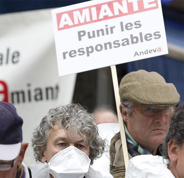 Manifestation de victimes de l'amiante à Paris, fin 2013.