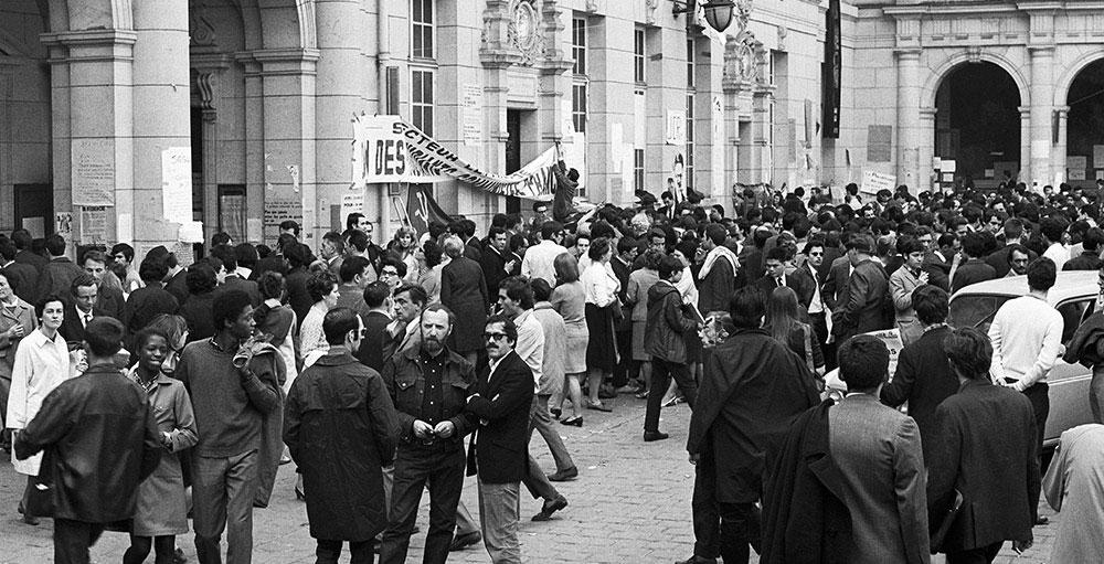 La cour de la Sorbonne en 1968 - Politique Magazine