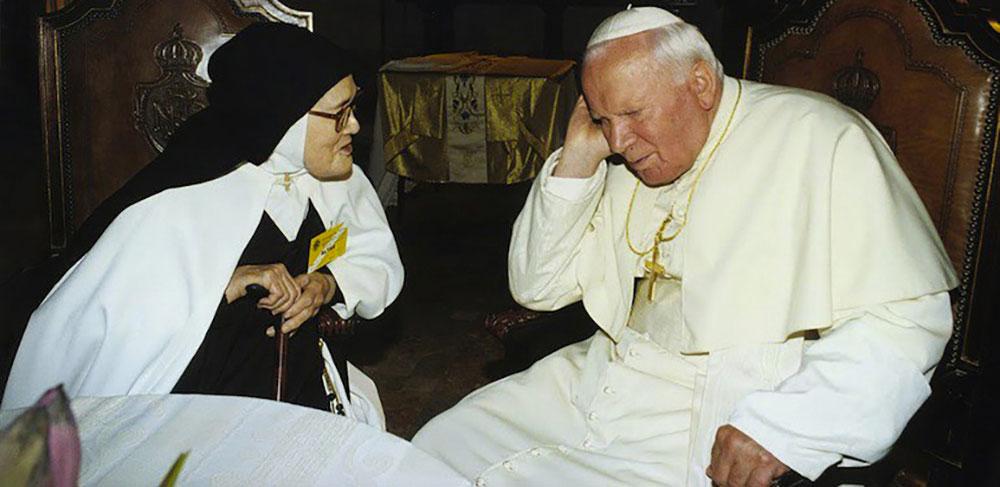 Jean-Paul II et sœur Lucie, 13 mai 2000 - Politique Magazine
