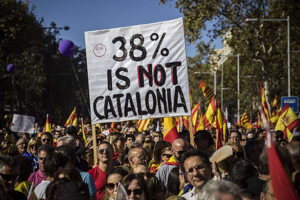 Manifestation massive de Catalans pour l'unité espagnole - Politique Magazine