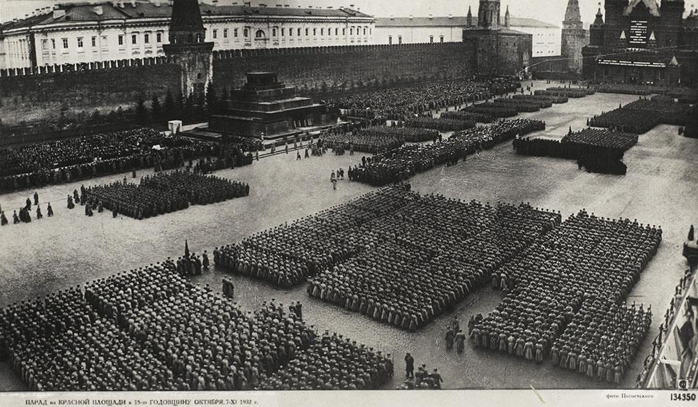 Révolution d'Octobre 15ème Parade Anniversaire - Politique Magazine