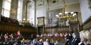 Le vieux palais de justice armorié de fleurs de lys - Politique Magazine