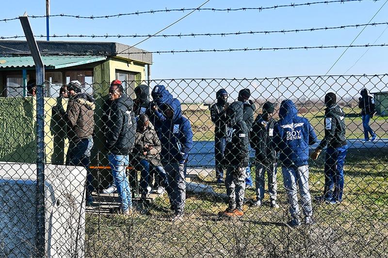 Centres de rétention : l'impossible gestion. Politique magazine