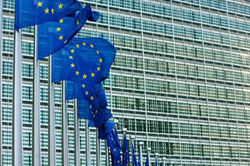 La Commission de Bruxelles: c'est elle le donneur d'ordre. Politique magazine