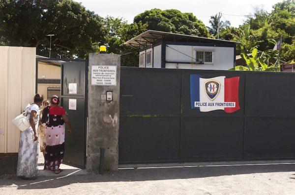 Centre de retention administratif (CRA). Île de Petite-Terre de la collectivite d'outre-mer de Mayotte. Politique magazine