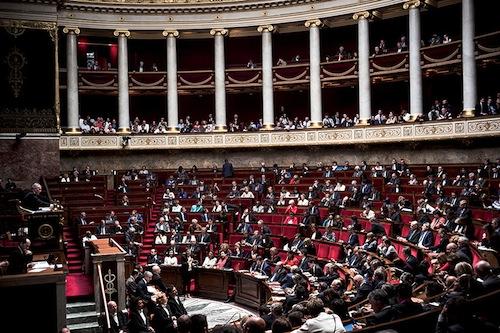 Assemblée nationale : une longue soirée de vote ordinaire. Politique magazine