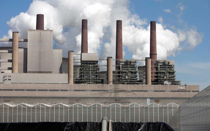 Usine RWE de production d'électricité au lignite à Neurath près de Grevenbroich en Rhénanie du nord