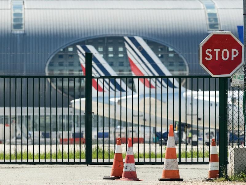 Air France: un fleuron français qui va disparaître du service public. l'État vend Air france à Accor. Bientôt, le reste?