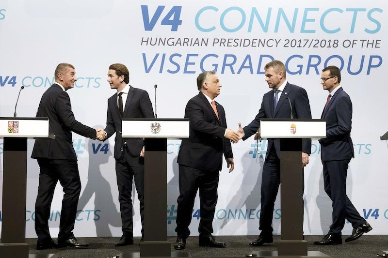 Les pays du groupe de Visegrad avec l'Autriche et maintenant la Bavière et l'Italie forment un bloc européen uni contre l'Europe de Bruxelles et pour la sauvegarde des nations européennes.