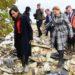 Brune Poirson, secrétaire d'État auprès de la ministre de la Transition écologique et solidaire, cherche attentivement une idée originale à Carrières-sous-Poissy.